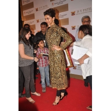 Deepika Padukone stunning black gold kameez: Ref B622